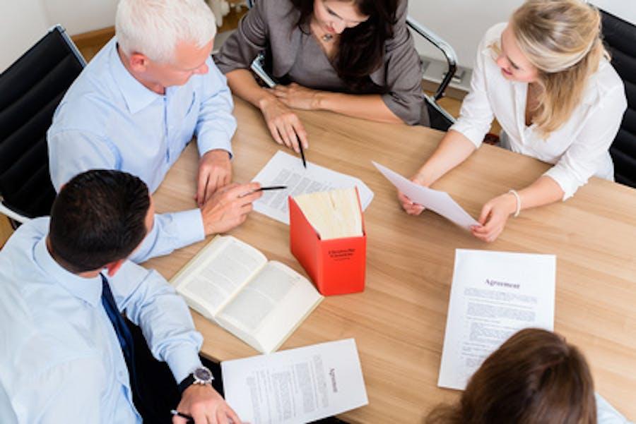 Motivar a tu equipo de trabajo con incentivos laborales es una de las tareas que debe tener en cuenta todo empresario o emprendedor.