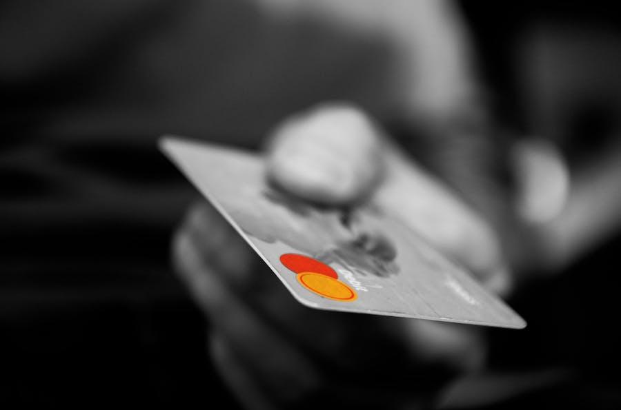 ¿Qué ventajas obtengo pagando mis viajes corporativos con la tarjeta de crédito?